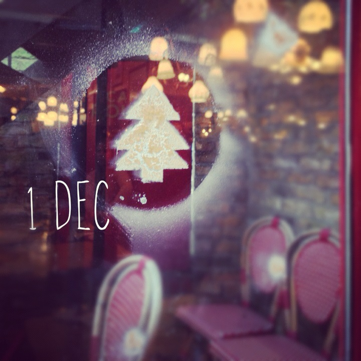 1 December – Christmas decorated windows